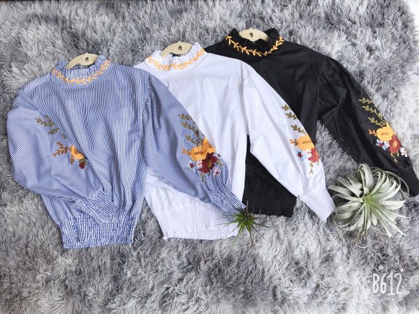 Embroidered Collar Flower Top